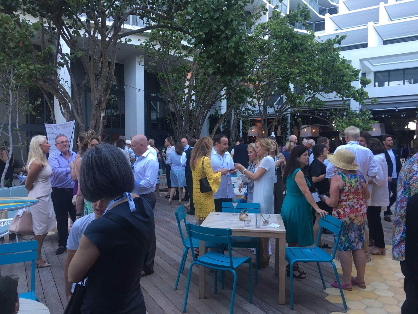 Fiesta inauguración convención Luxury Real Estate en Miami